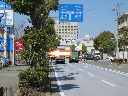 名神尼崎I.C北T字路の写真