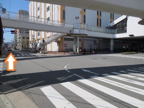 阪急塚口駅南側ロータリー出口の写真