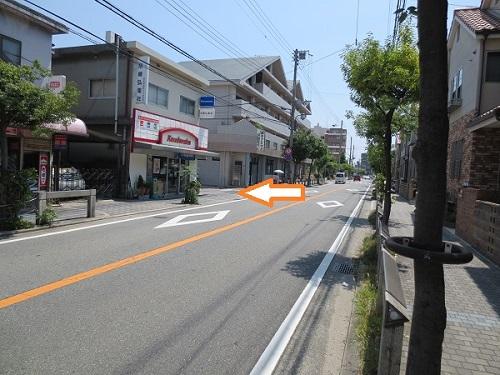 七松線北側からの当院ガレージ誘導写真