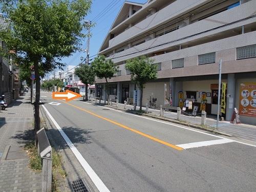 七松線南側からの当院ガレージ誘導写真
